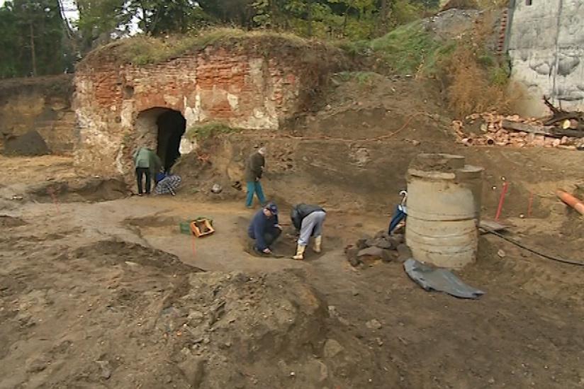 Archeologové zkoumali pozemek v okolí nově stavěného kostela