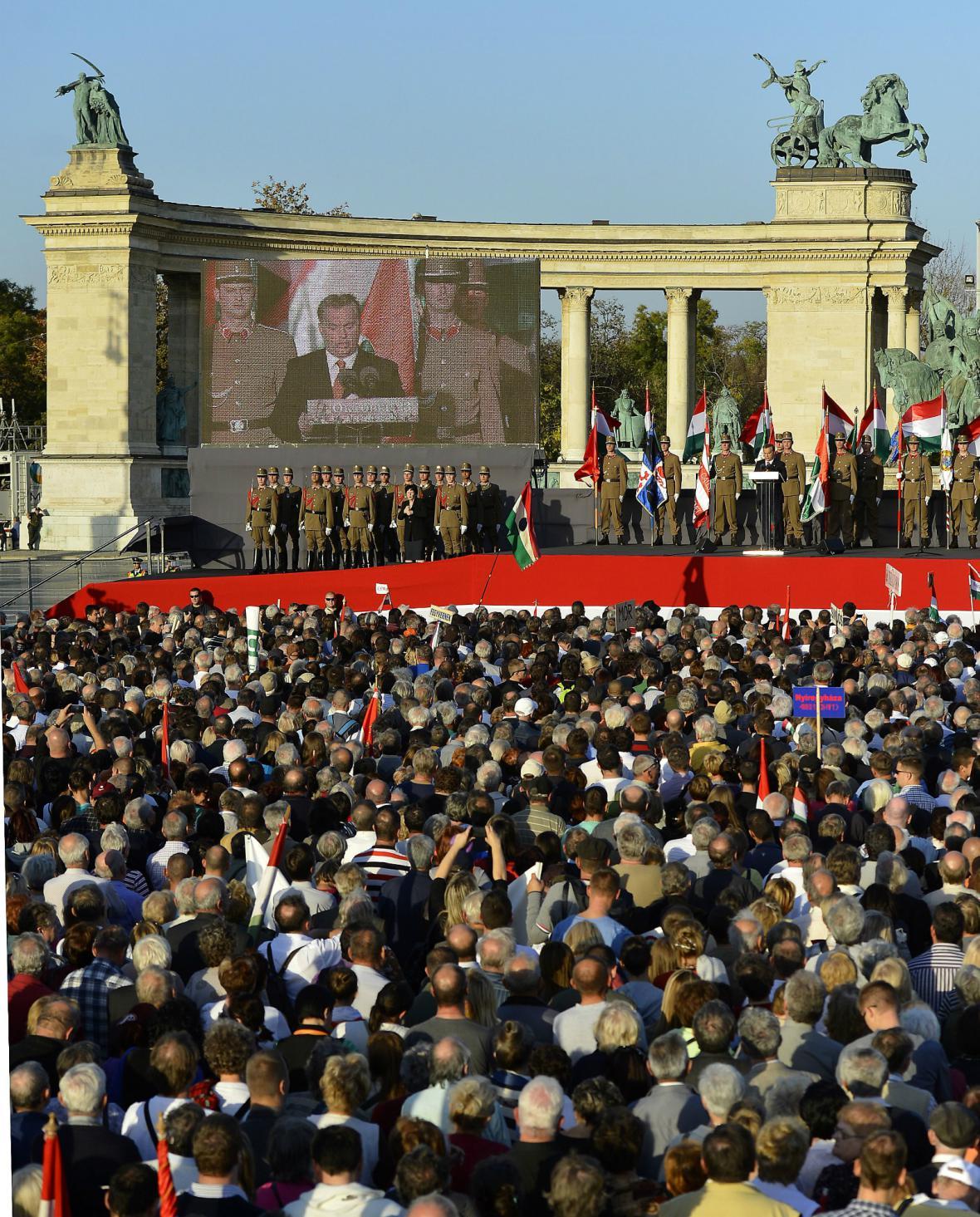 Viktor Orbán během projevu v centru Budapešti