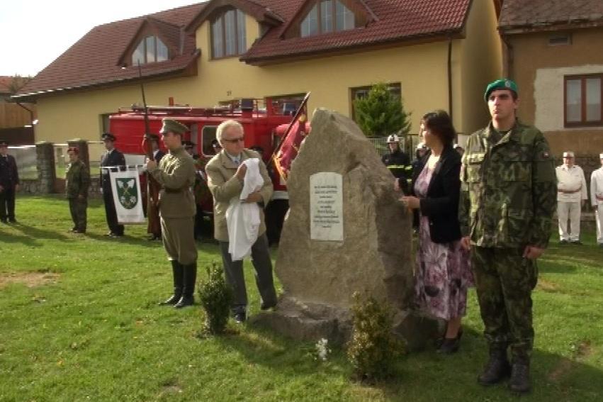 Obnovený pomník zdobí Heřmanovskou náves