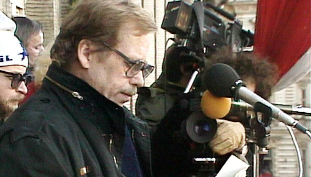 Václav Havel na Václavském náměstí (1989)