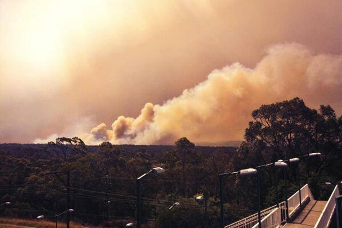 Dým z lesního požáru v Austrálii
