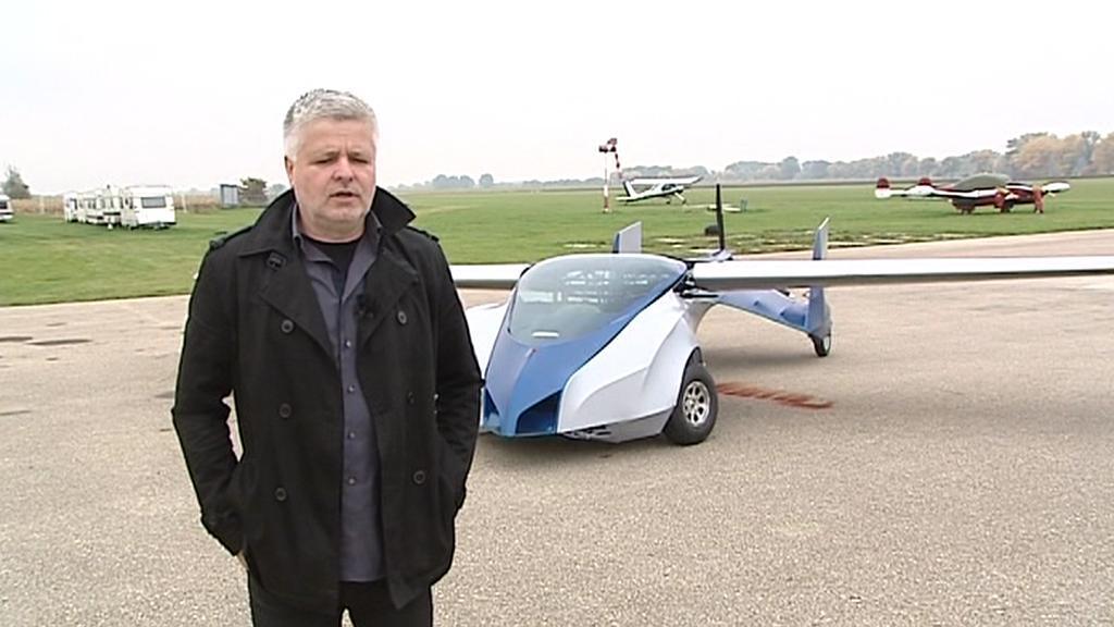 Štefan Klein se svým Aeromobilem