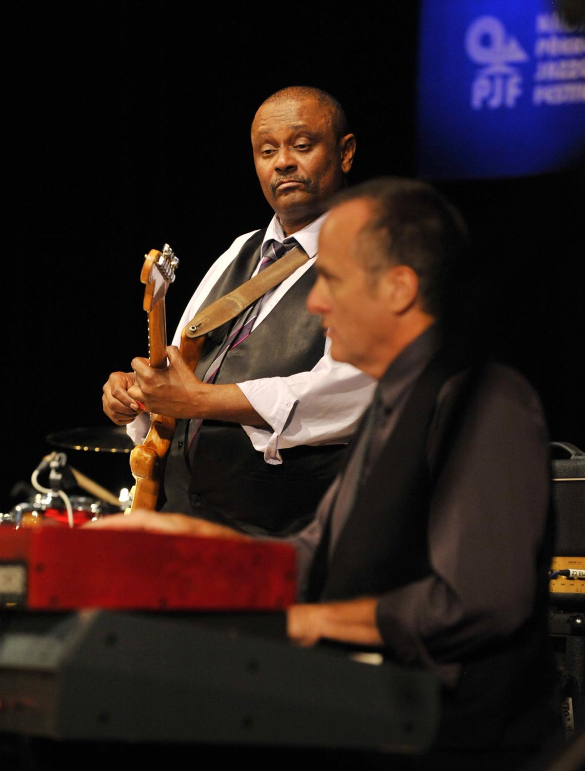 Kytarista Bruno Speight (vlevo) a klávesista Will Boulware