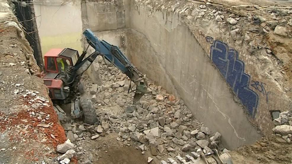 Demoliční práce ve zlínském podchodu