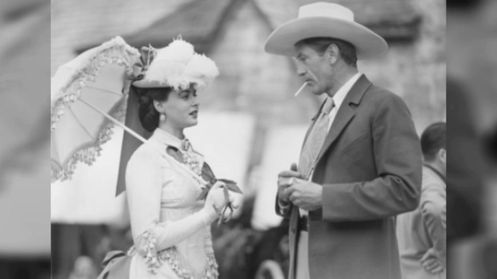 Ingrid Bergmanová a Gary Cooper během natáčení Saratoga Trunk