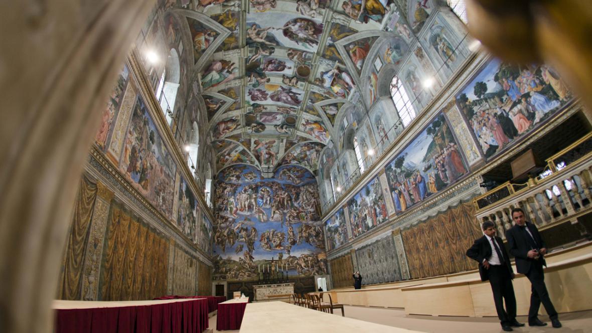 Pohled do Sixtinské kaple ve Vatikánu