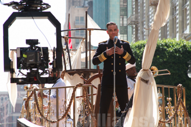 Robbie Williams při natáčení Go Gentle