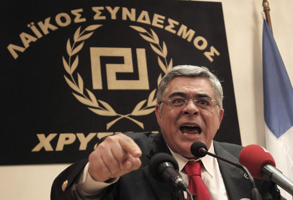 Lídr Zlatého úsvitu Nikolaos Mihaloliakos