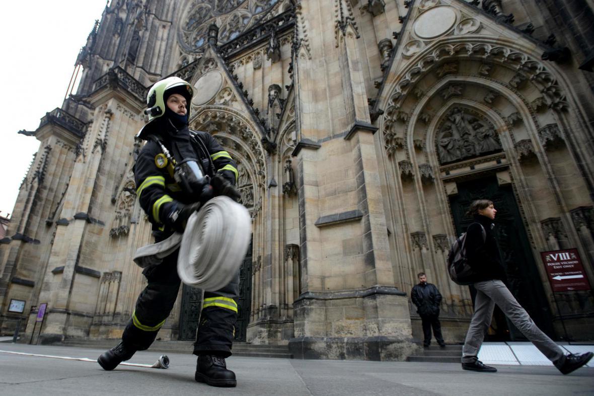 Cvičení hasičů na Hradě