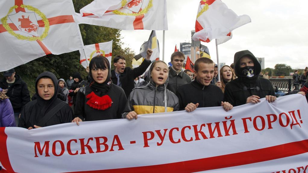 Rok 2001, jedno z demonstračních hesel: Moskva - ruské město