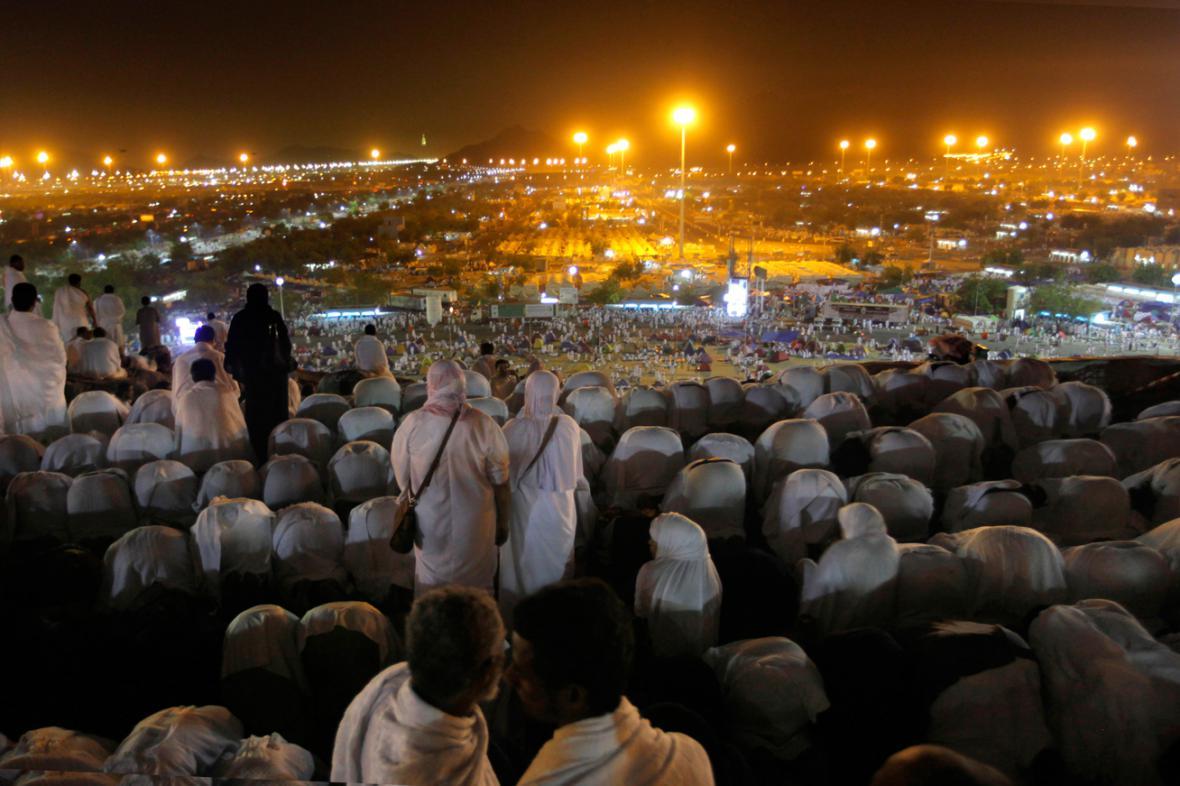 Účastníci pouti do Mekky na Arafátu
