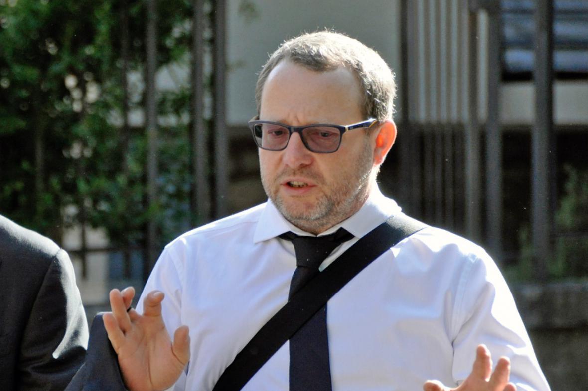 Petr Kraus přichází k soudu v Bellinzoně