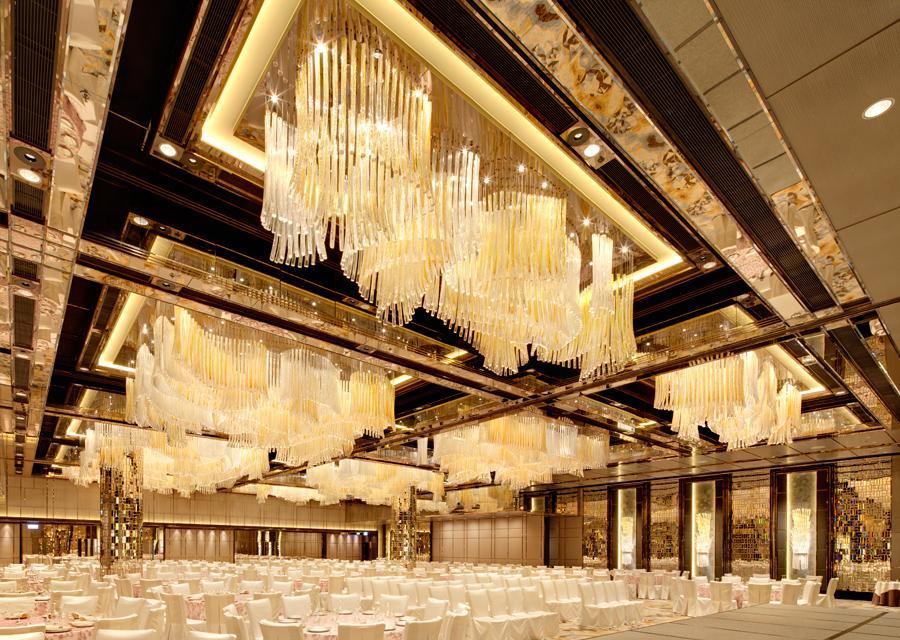 Lustry v hotelu Ritz-Carlton, Hongkong