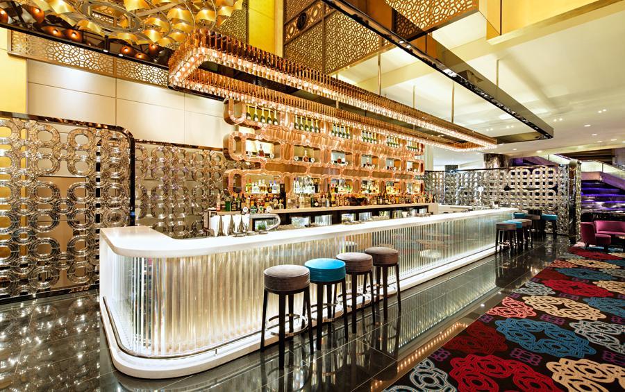 Crown Casino v Melbourne se skleněným barem