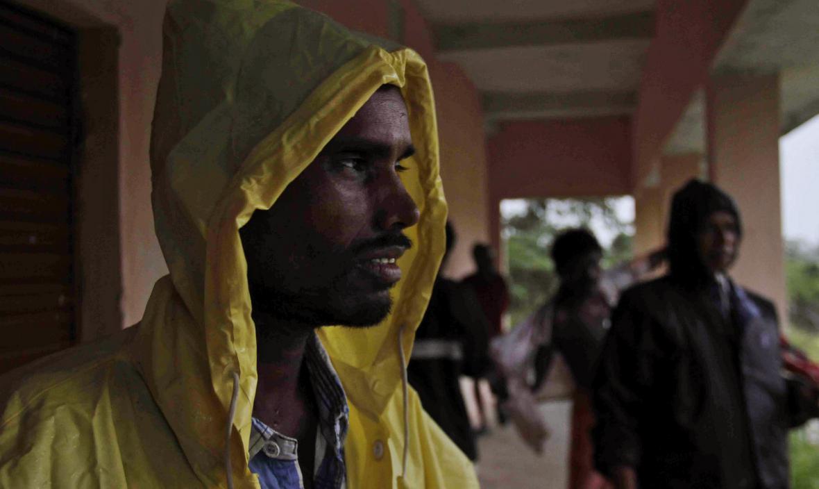 Cyklon Phailin dorazil ke břehům Indie