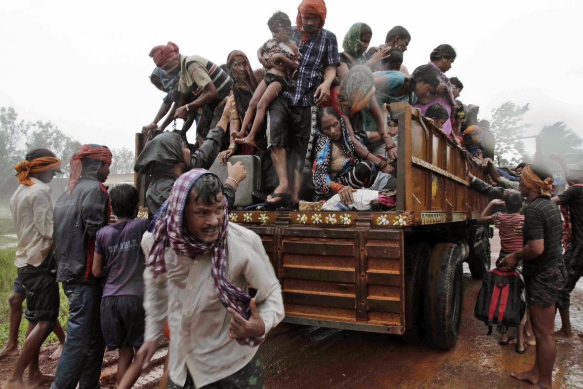 Kvůli cyklonu byly evakuovány statisíce lidí