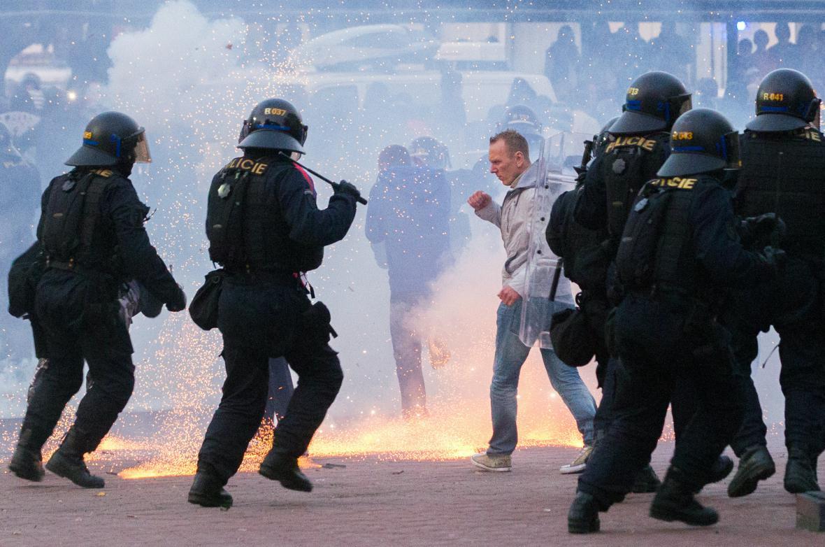 Účastníci mítinku krajně pravicové DSSS se střetli s policií