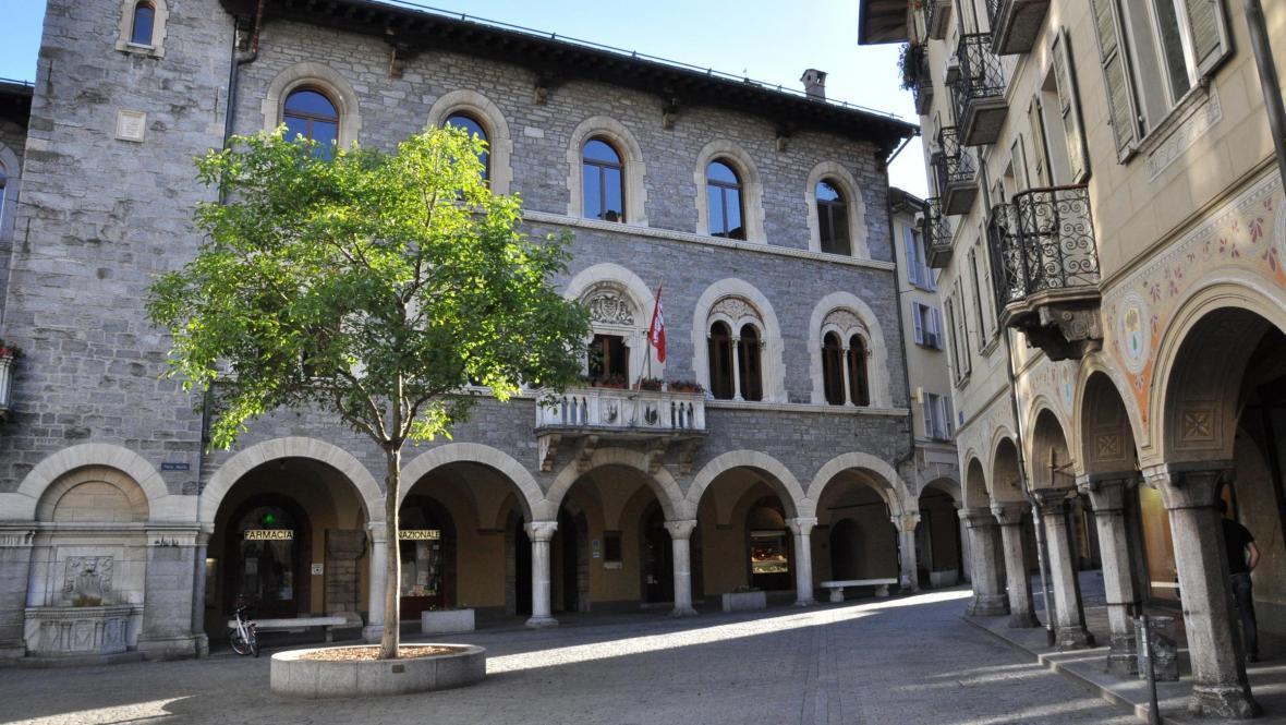 Bellinzona - městečko v alpském údolí