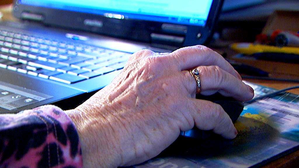 Senioři u počítače