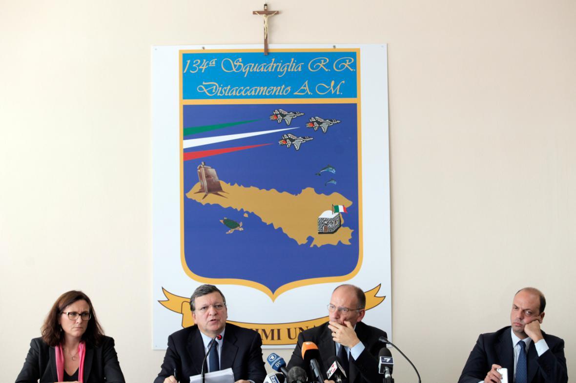 Cecilia Malmströmová, José Manuel Barroso, Enrico Letta a Angelino Alfano na Lampeduse