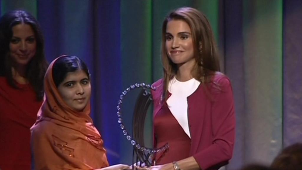 Malala Júsufzaiová přebírá ocenění