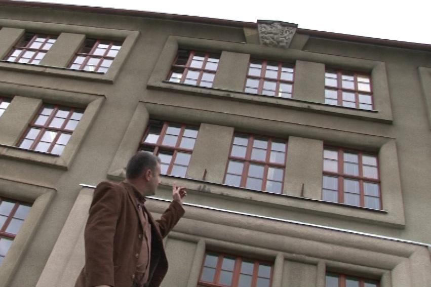 Odhalení státního znaku podnítil ředitel školy Radim Foit