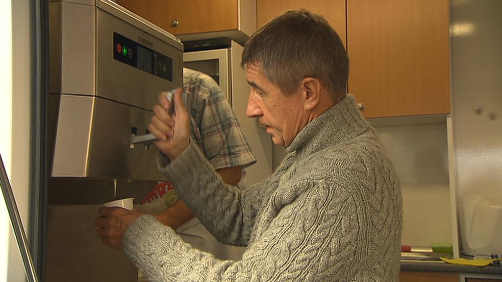 Andrej Babiš v rámci kampaně točí zmrzlinu