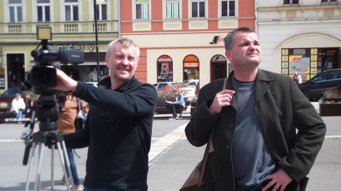 Režisér Gogola ml. hledá s kameramanem vhodný záběr