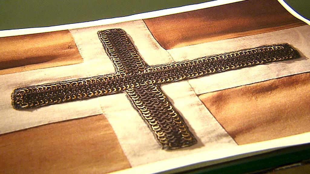 Fotografie křížku, který je zřejmě pozůstatkem Václavova praporce