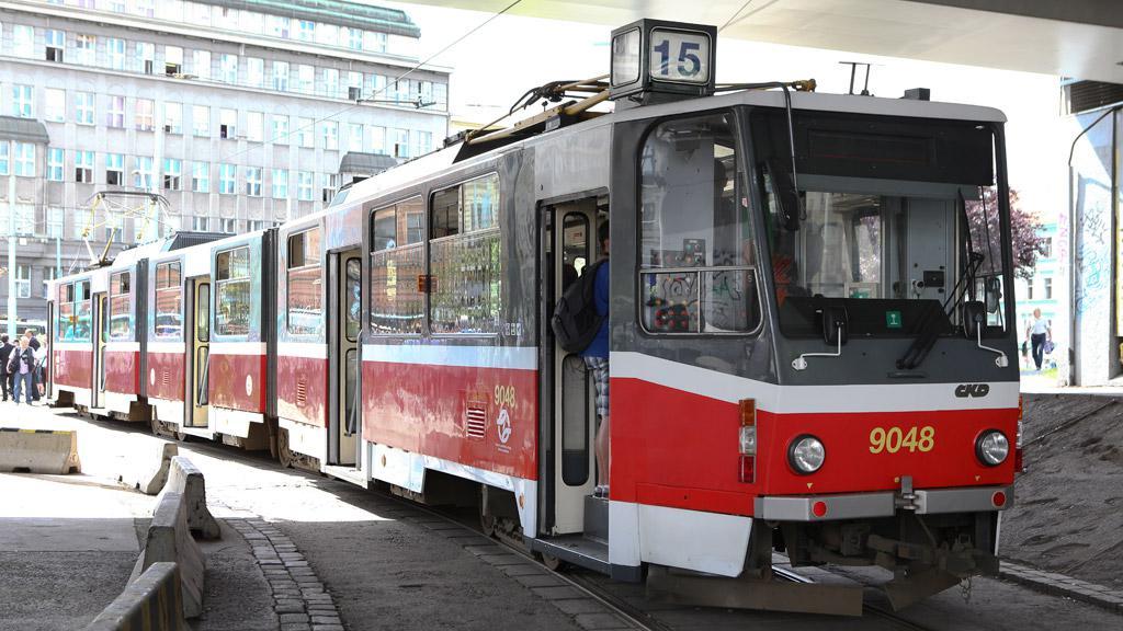Tramvaj KT8D5 přezdívaná