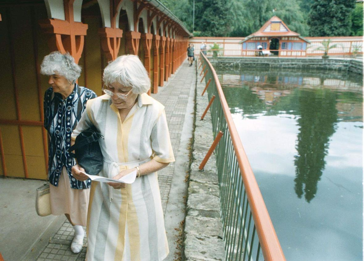 Návštěvníci slunečních lázní Luhačovice