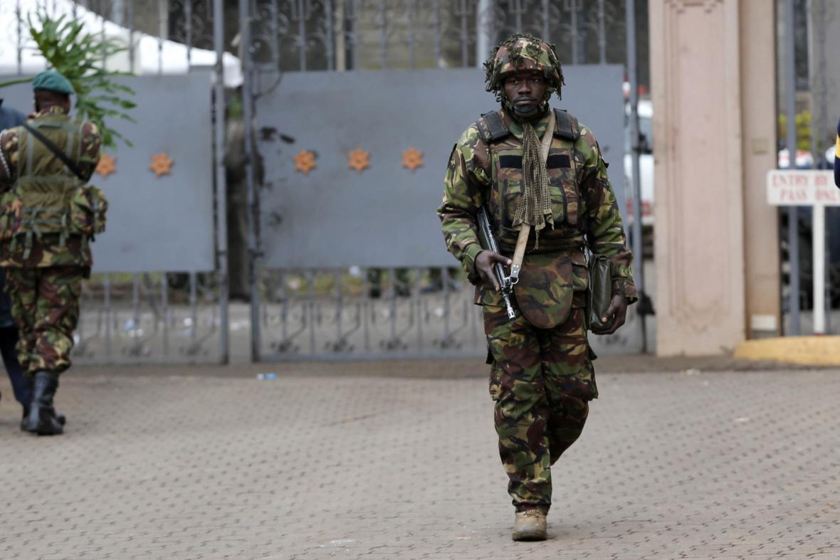 Keňští vojáci dál prohledávají nákupní centrum v Nairobi