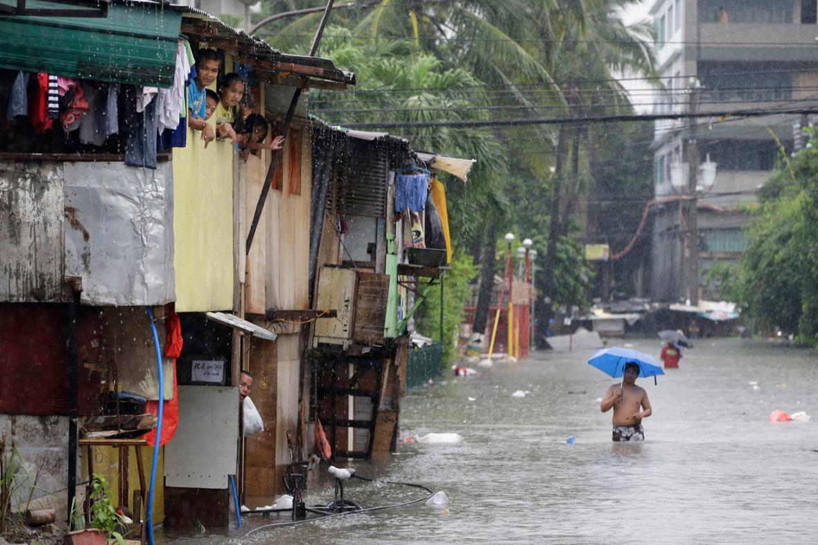 Následky tajfunu Usagi v Quezon City