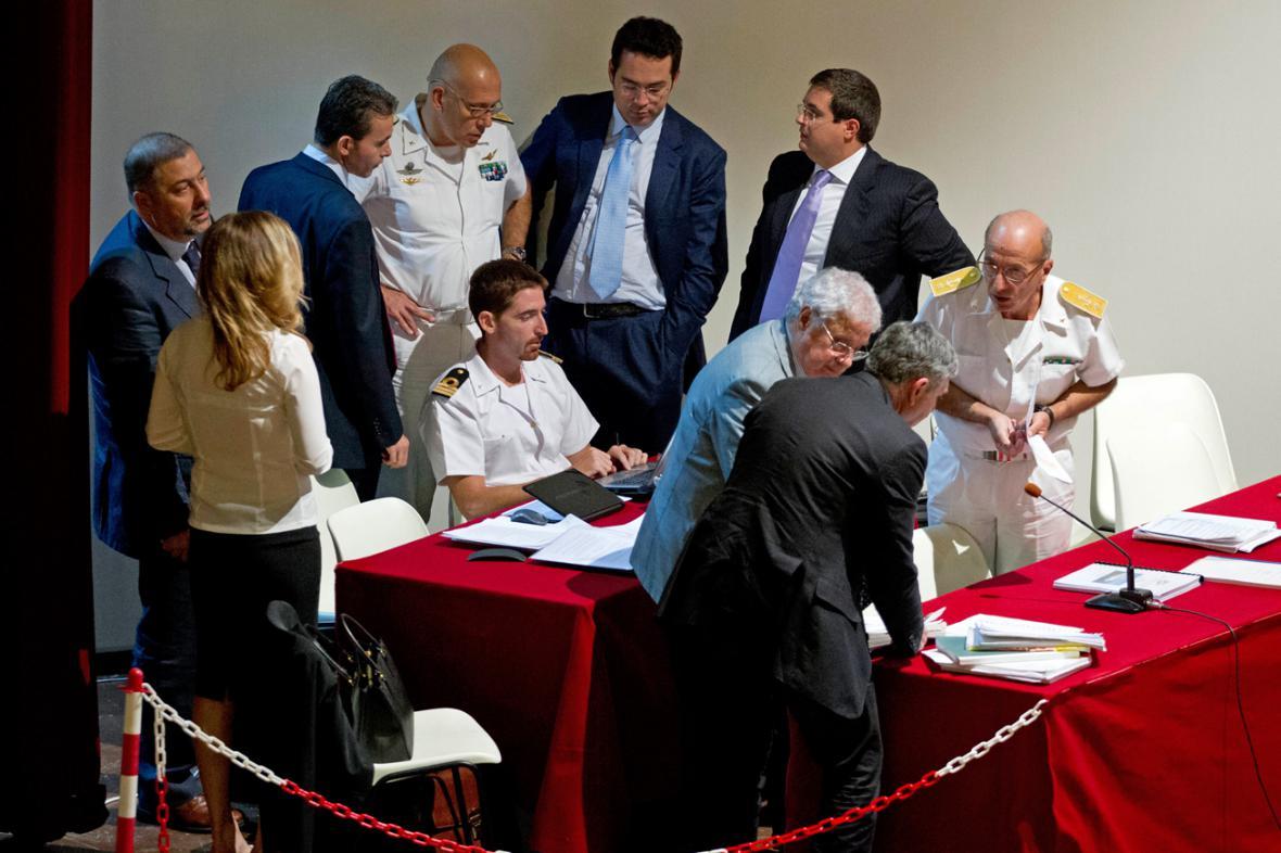 Soudní experti při procesu s kapitánem Schettinem
