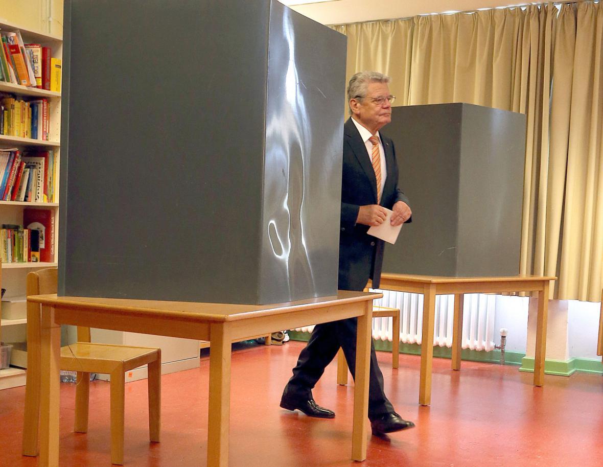 Prezident Joachim Gauck s volebním lístkem