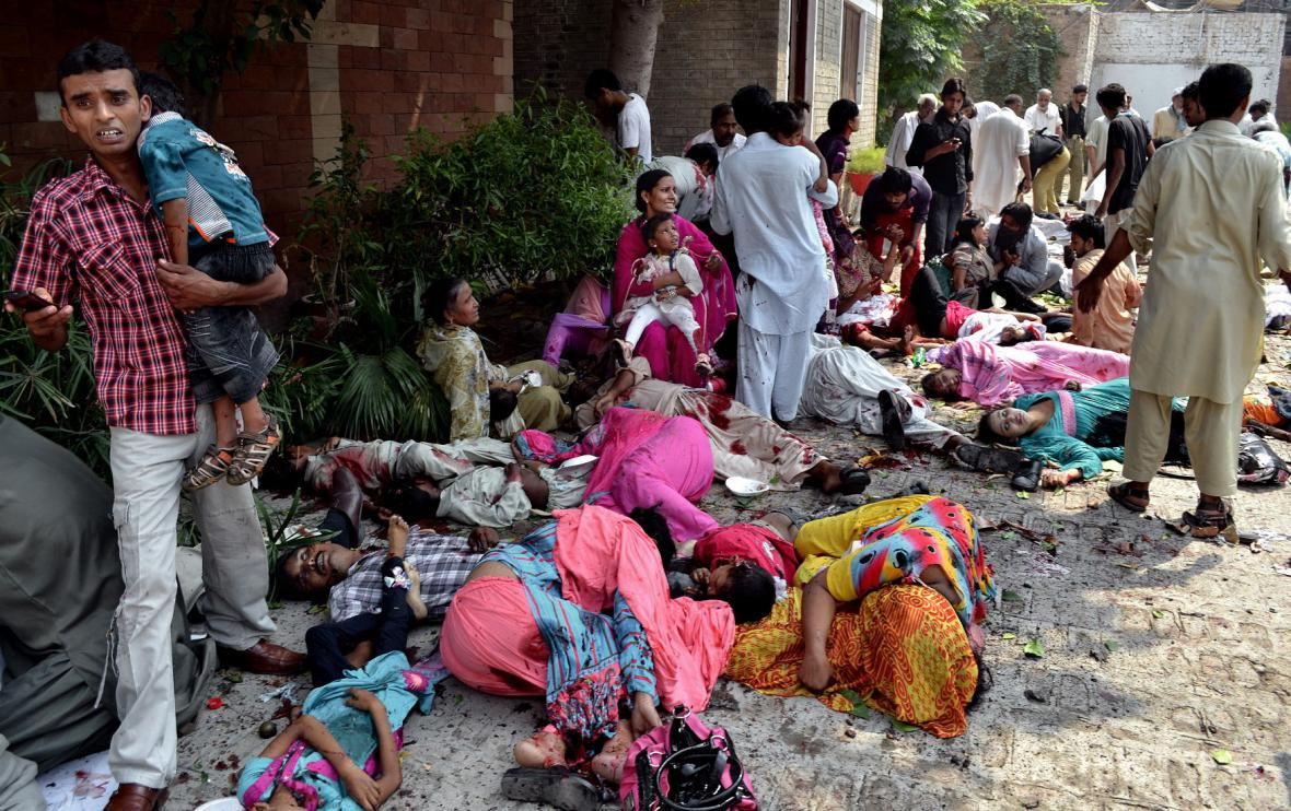 Sebevražedný útok na kostel v Pákistánu