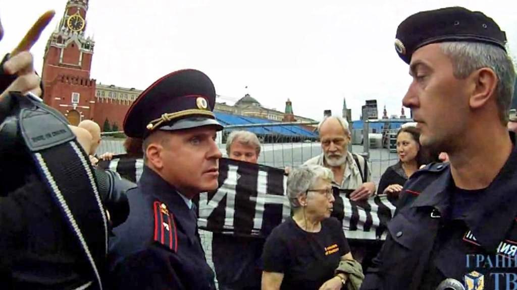 Zásah policie proti vzpomínkové akci na Rudém náměstí