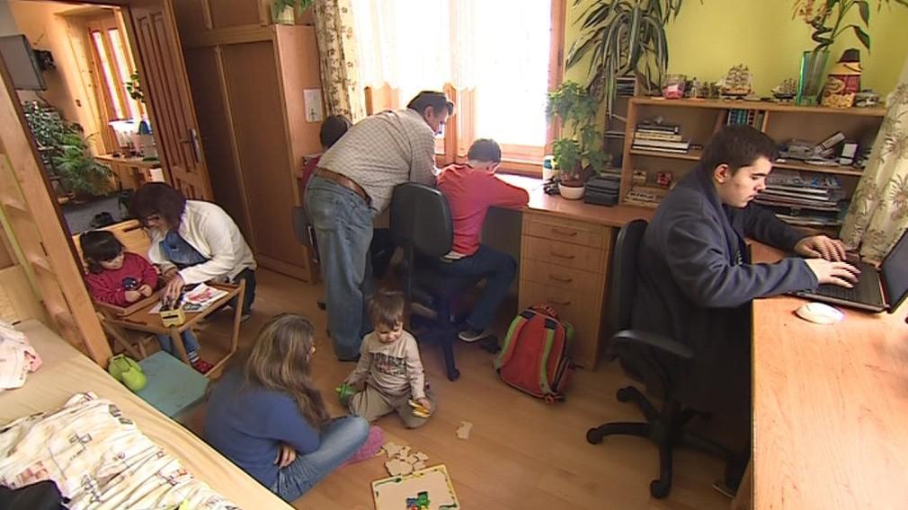 Pěstounské rodiny mohou uzavřít smlouvu s krajem, obcí či jiným subjektem