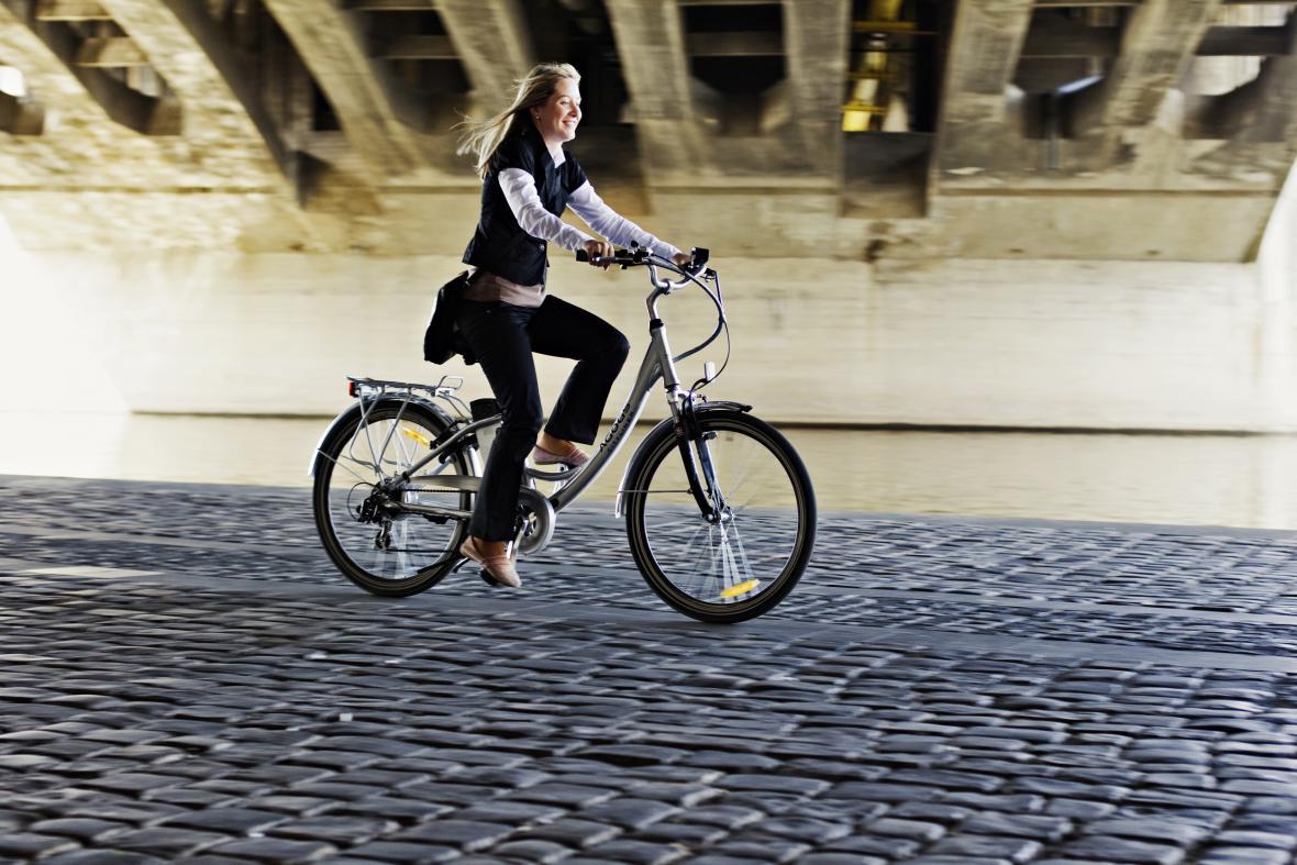 Cyklistka ve městě