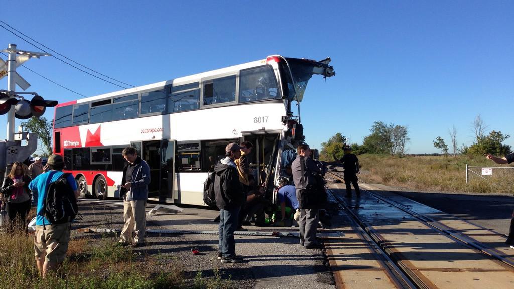 Srážka autobusu s vlakem v Ottawě