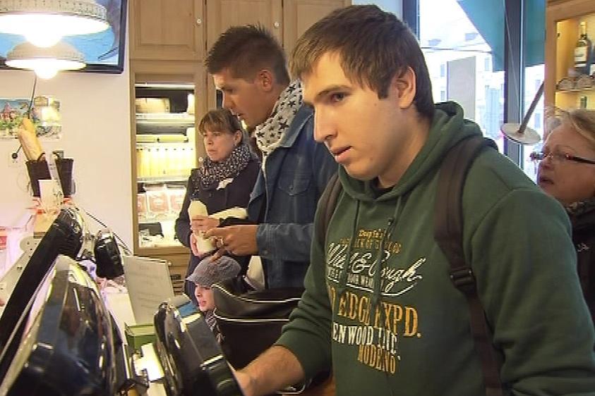 Autista Martin pro kavárnu obstarává i nákup zboží