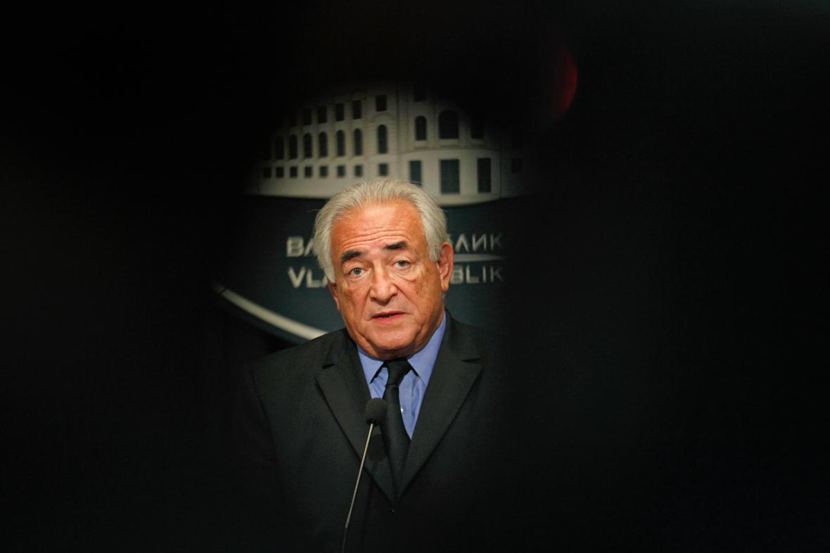 Dominique Strauss-Kahn na brífinku v Bělehradě