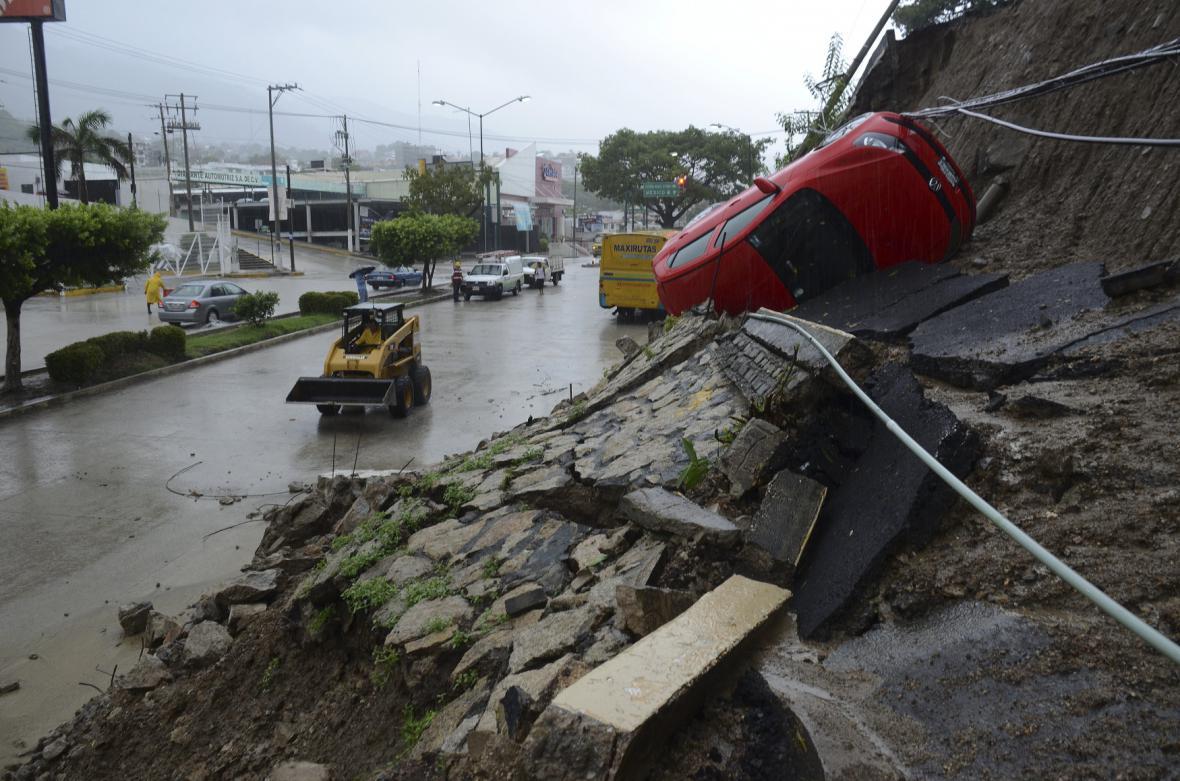 Následky bouře v mexickém městě Acapulco