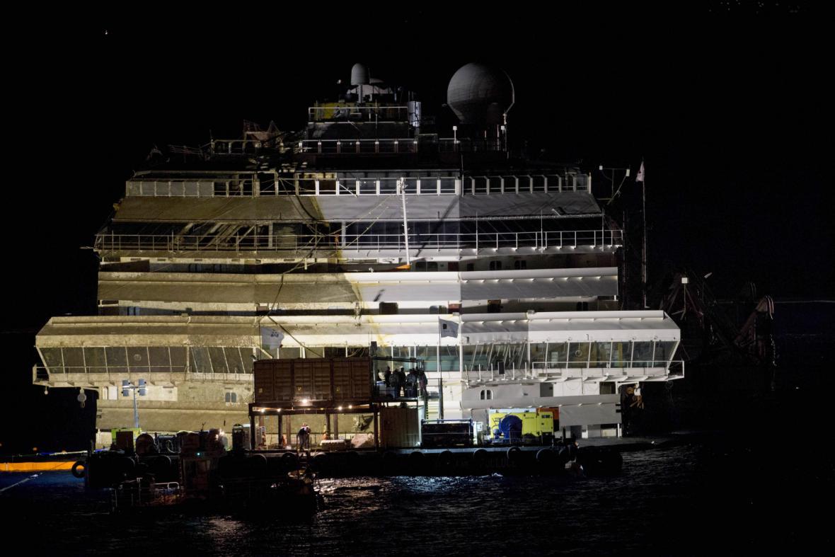 Costa Concordia po dokončení záchranné operace