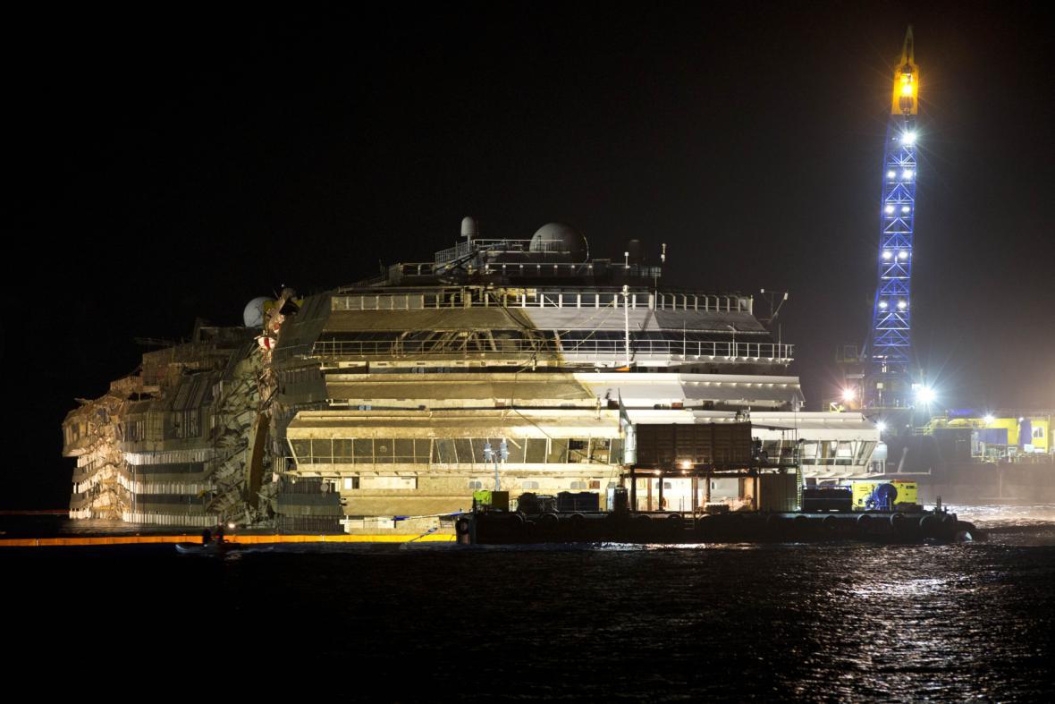 Vrak lodi Costa Concordia po vyzvednutí
