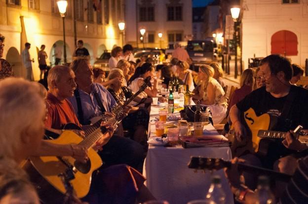 Betlémská kulturní noc / KampaNula - Prostřený stůl