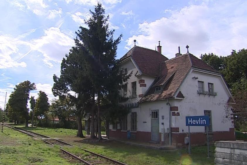 Obec o nevyužívané nádraží stále pečuje
