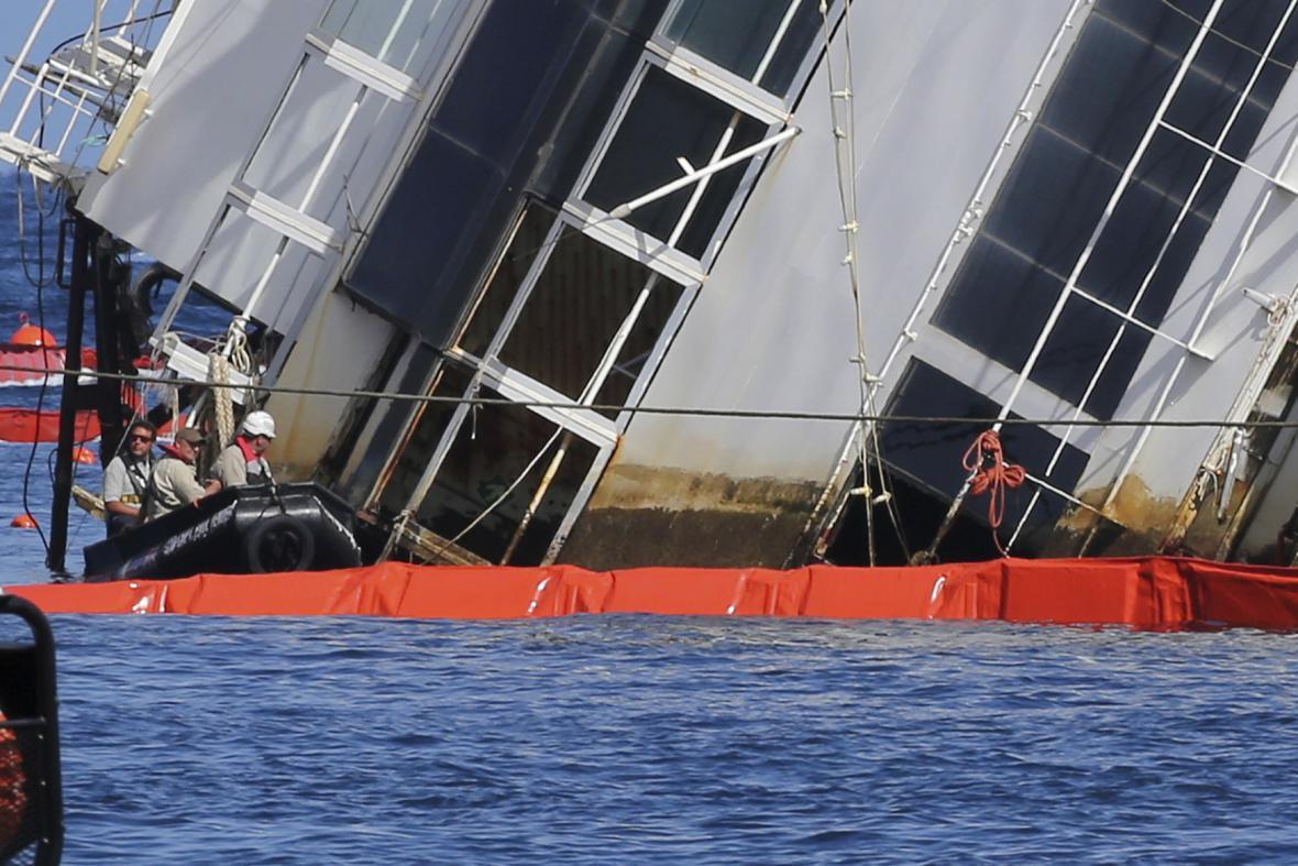 Costa Concordia se pohnula o více než metr