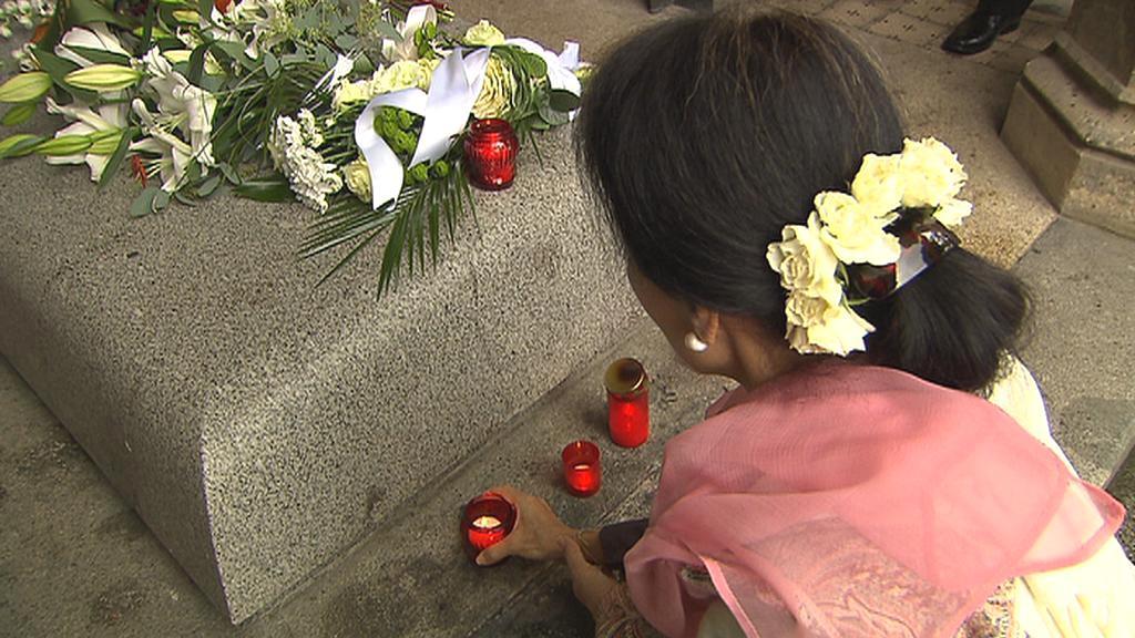 Su Ťij u hrobu Václava Havla