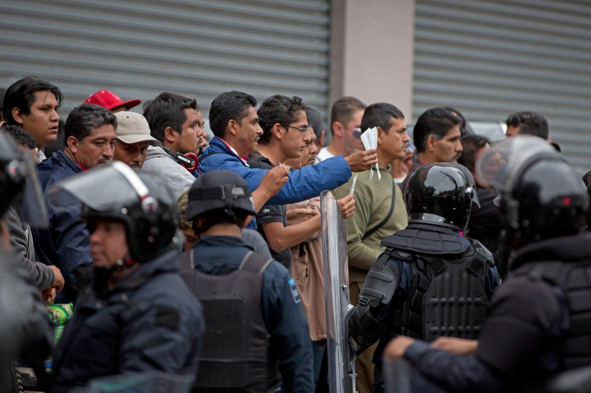 Demonstrující mexičtí učitelé